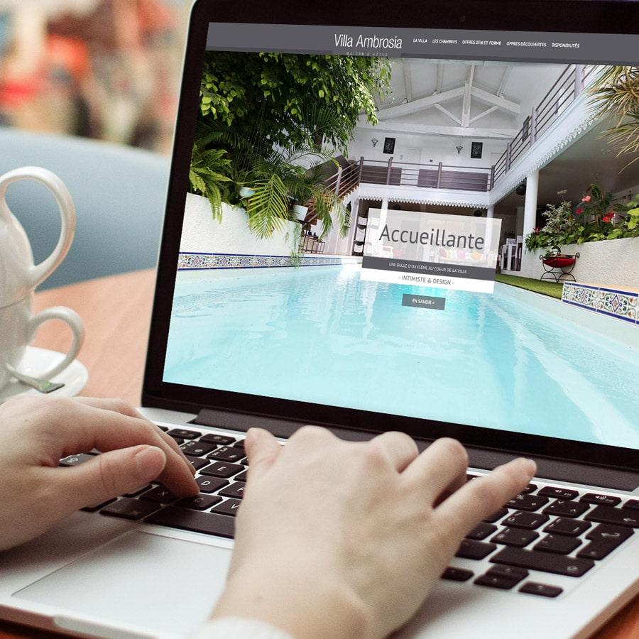 Villa Ambrosia - site internet responsive design - DEFACTO agence de communication à Narbonne