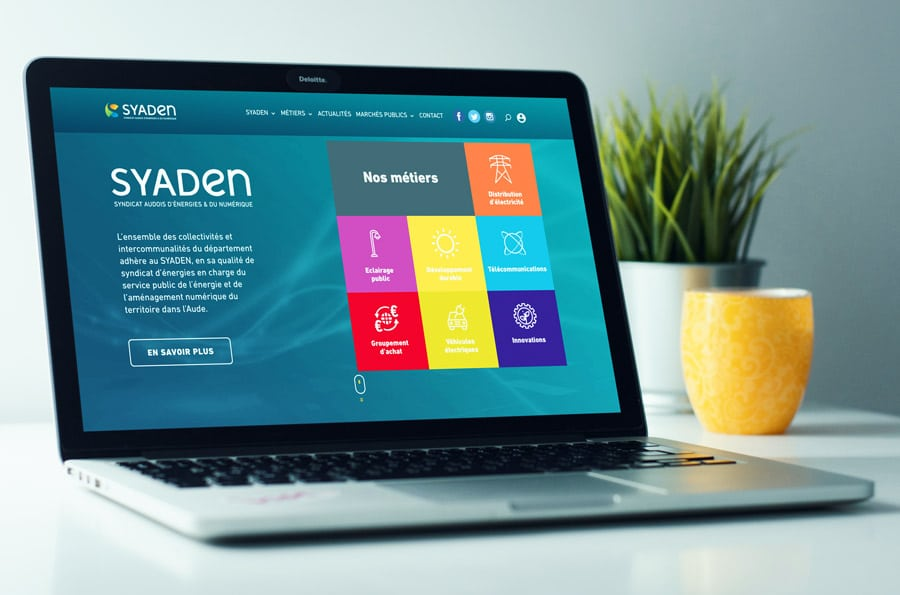 04_syaden_macbook_mockup_900x595px